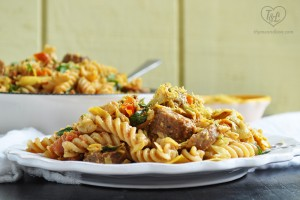 vegan-fusilli-sausages-artichokes-tomatoes-pasta