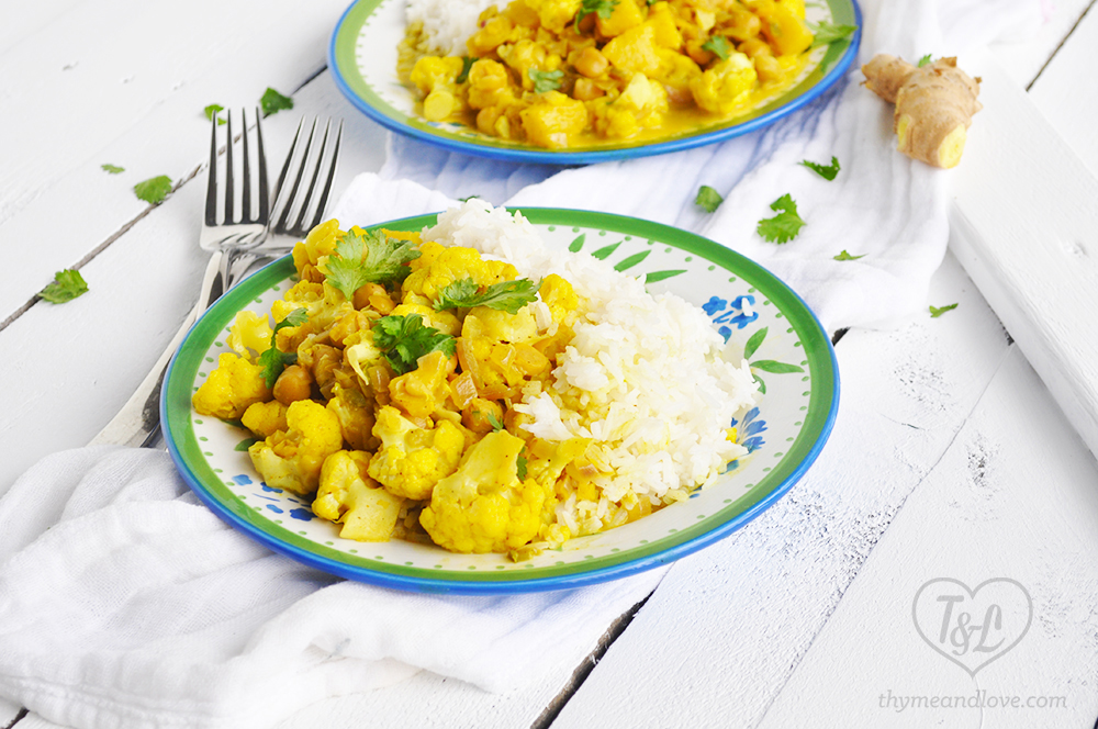 SO Easy + Delicious! Chickpea Cauliflower Curry with pineapple! #vegan
