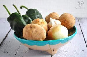 Cheesy Vegan Potato & Poblano Soup: only 9 ingredients and super easy to make! #vegan #plantbased #glutenfree
