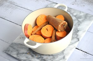Mexican Candied Sweet Potatoes {camotes enmielado}: a warm, comforting, and easy dessert recipe that is perfect for Dia de los Muertos!