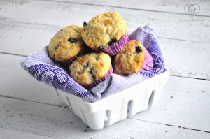 Vegan Concord Grape Muffins: a light a fluffy muffin perfect for an afternoon pick-me-up with a cup of coffee! #vegan #muffin