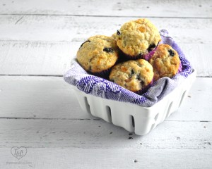 Vegan Concord Grape Muffins: light and fluffy muffins with fresh concord grapes. Taste just like grape jelly! #vegan #muffins
