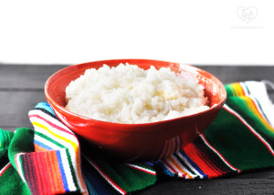 Arroz Blanco {Mexican White Rice} is an easy side and perfect for taco night! #mexican #veganmexican #rice