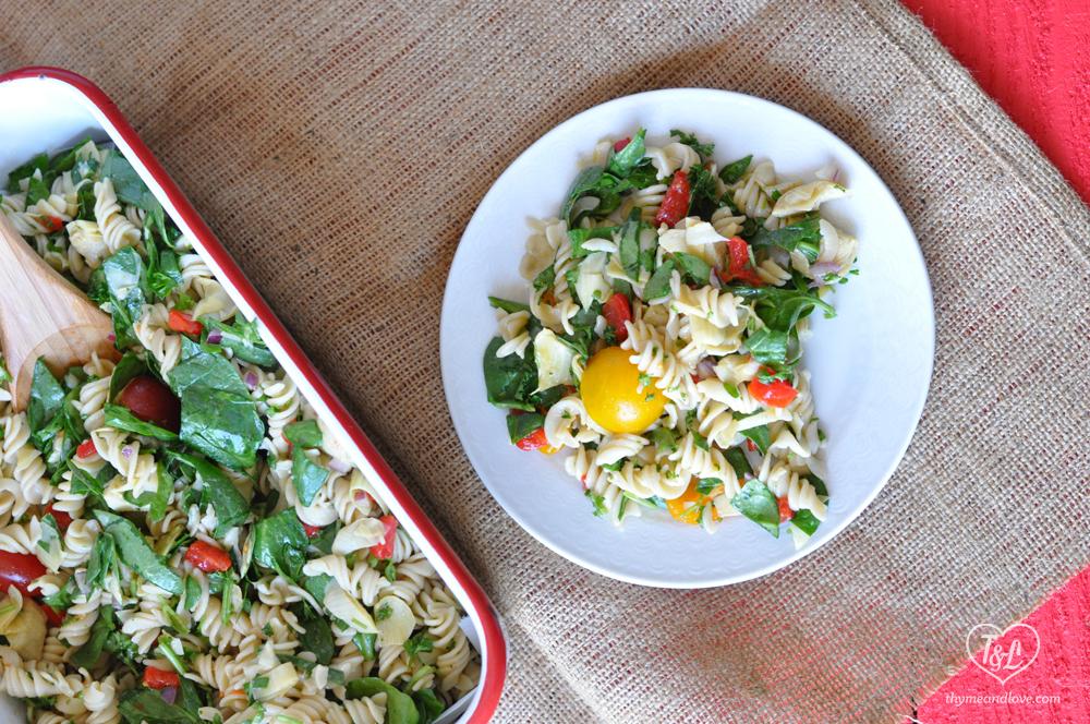 Vegan Spinach Artichoke Pasta Salad: perfect for your Spring picnic, bbq, or potluck. #vegan #pasta #potluck #bbq
