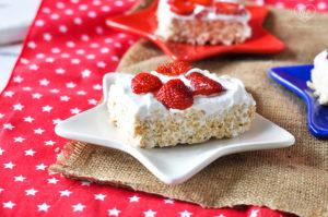 Vegan Rice Crispy Treats topped with coconut whipped cream and fresh strawberries. Perfect dessert for summer! #vegan #dessert