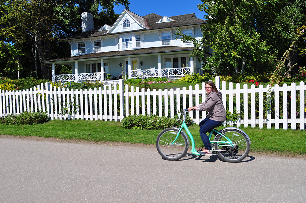 Biking around Mackinac Island is the best way to see the whole island! Bring your own bike or rent one and enjoy the breathtaking views! #michigan #travel #midwest