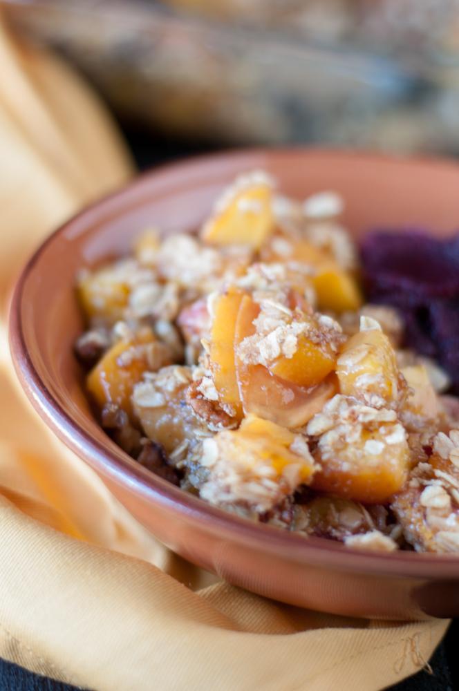 Vegan and GF Peach Crisp: an easy summer dessert!