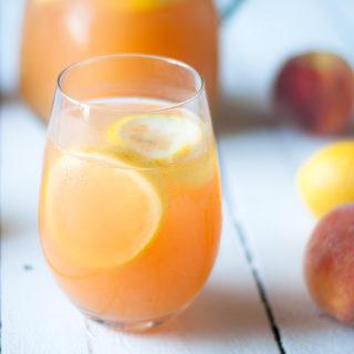 Enjoy this refreshing Ginger Peach Lemonade on a hot summer day! #drink #summer #peach