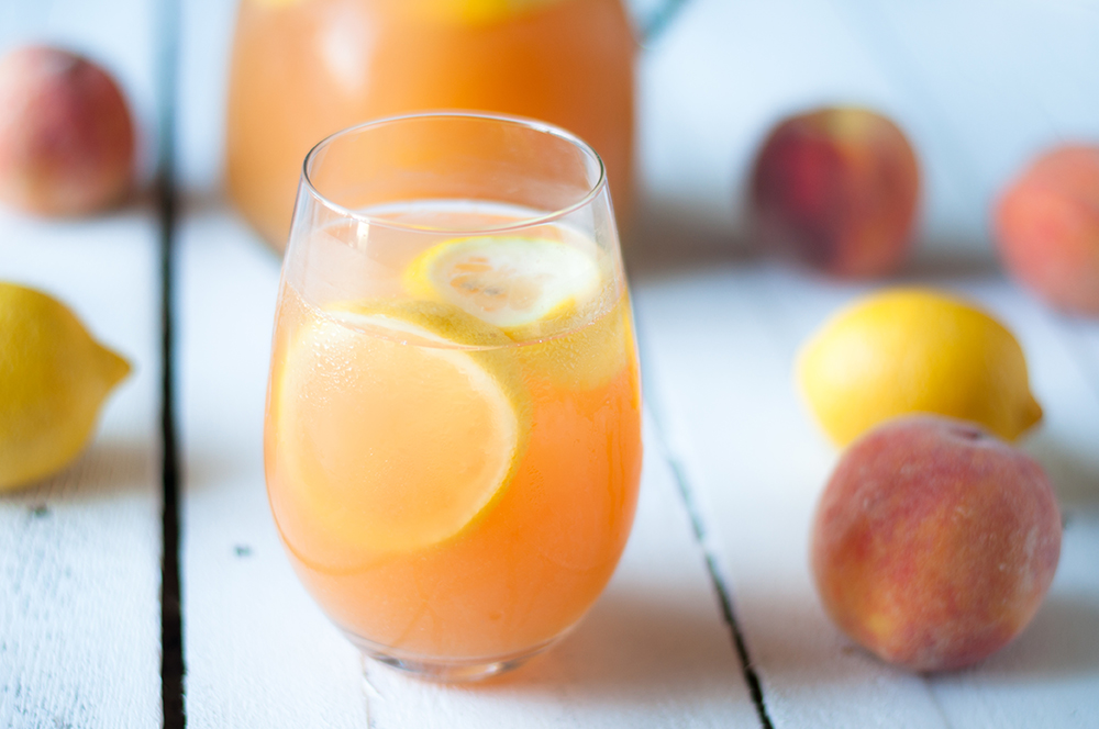 Enjoy this refreshing Ginger Peach Lemonade on a hot summer day! #drink #summer #peach
