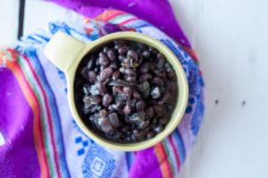 Easy Slow Cooker Black Beans inspired by Venezuelan cuisine. #legume #beans #venezuelan