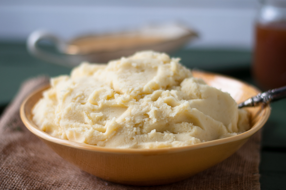 Vegan Mashed Potatoes with Apple Cider Gravy. Comforting, perfect mashed potatoes topped with an easy vegan gravy. #thanksgiving #vegan
