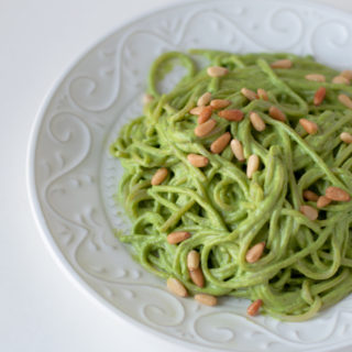 Vegan Cilantro Pesto Spaghetti: a quick, easy weeknight pasta recipe! #vegan #dinner