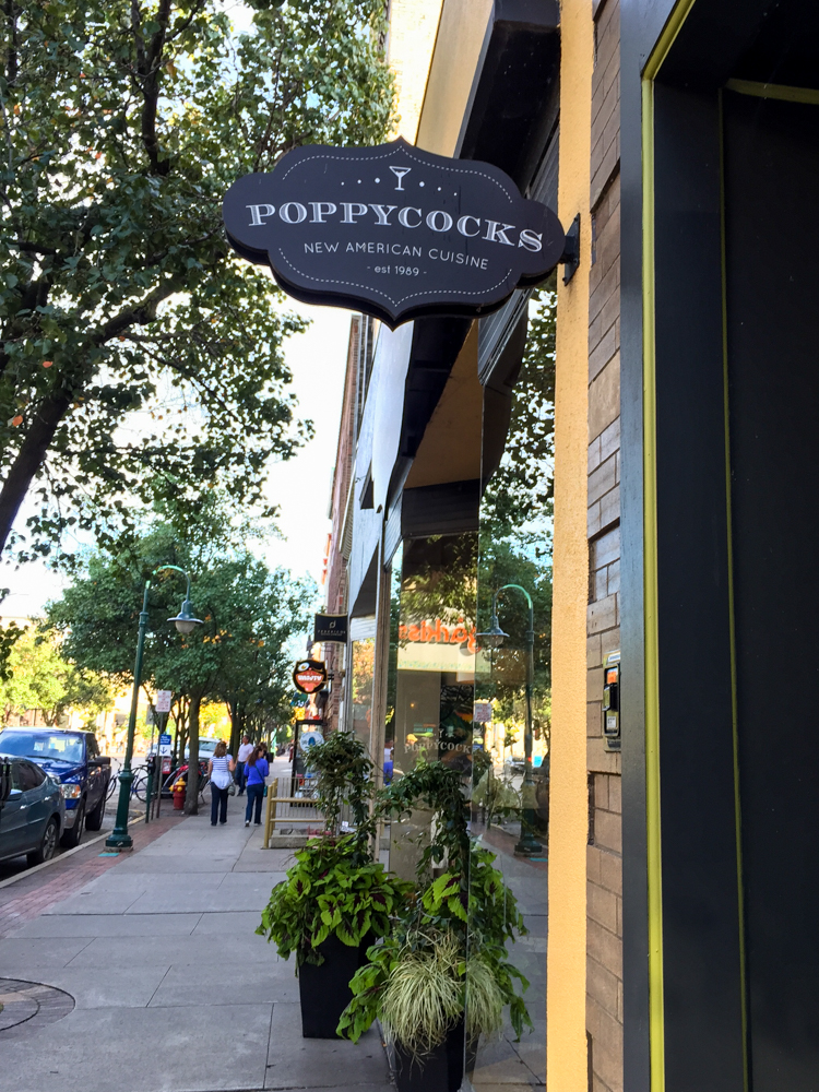 Vegan dinning options in Traverse City Michigan at Poppycock's. #travel #vegan
