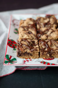 Vegan Chocolate Chip Cookie Bar. No one will be able to guess that these cookies are vegan! Perfect for holiday baking. #vegan #christmas