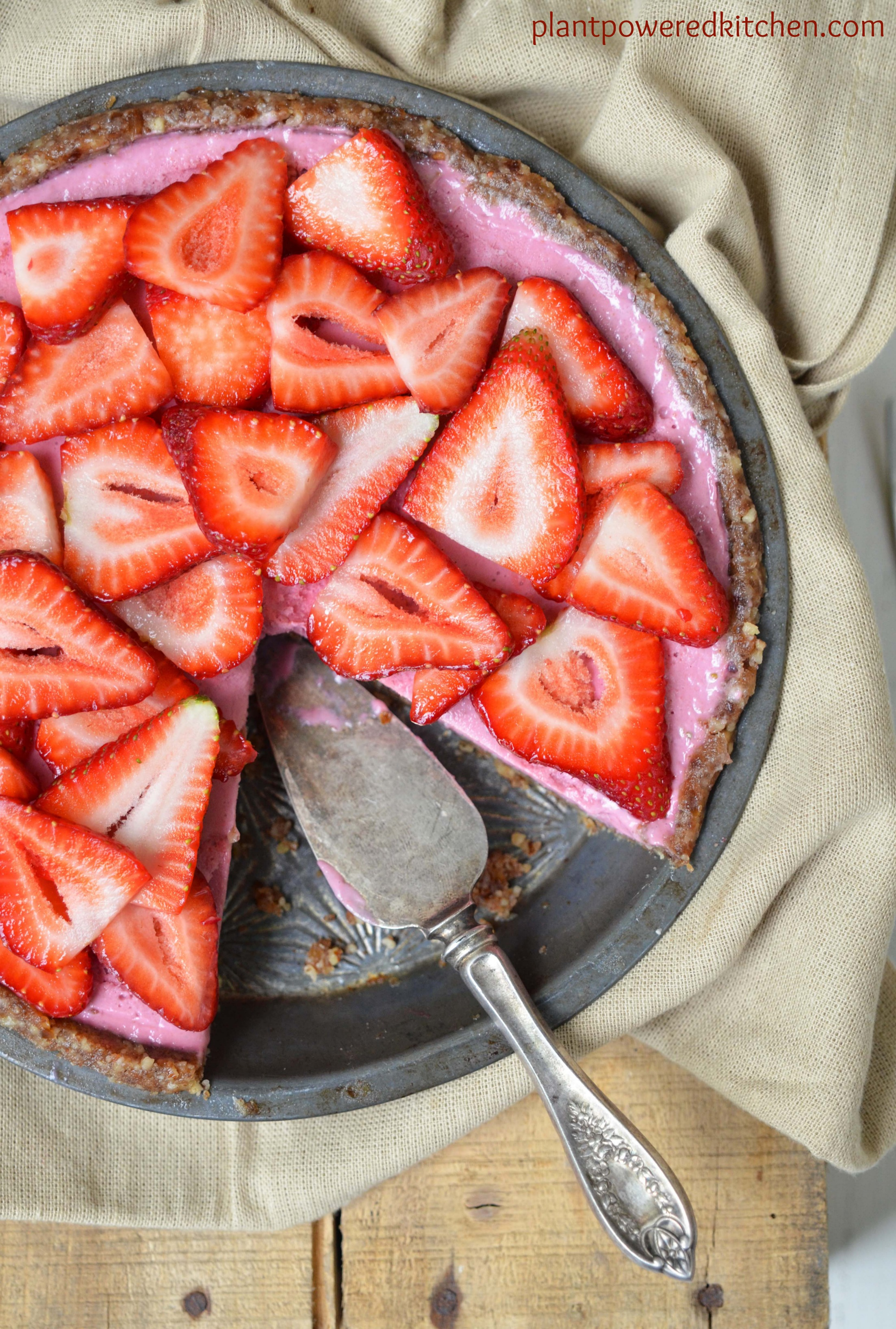 Strawberry season is finally here! To celebrate the season, I have complied an amazing vegan strawberry recipe round-up! Take advantage of strawberry season with these Vegan Strawberry Recipes.