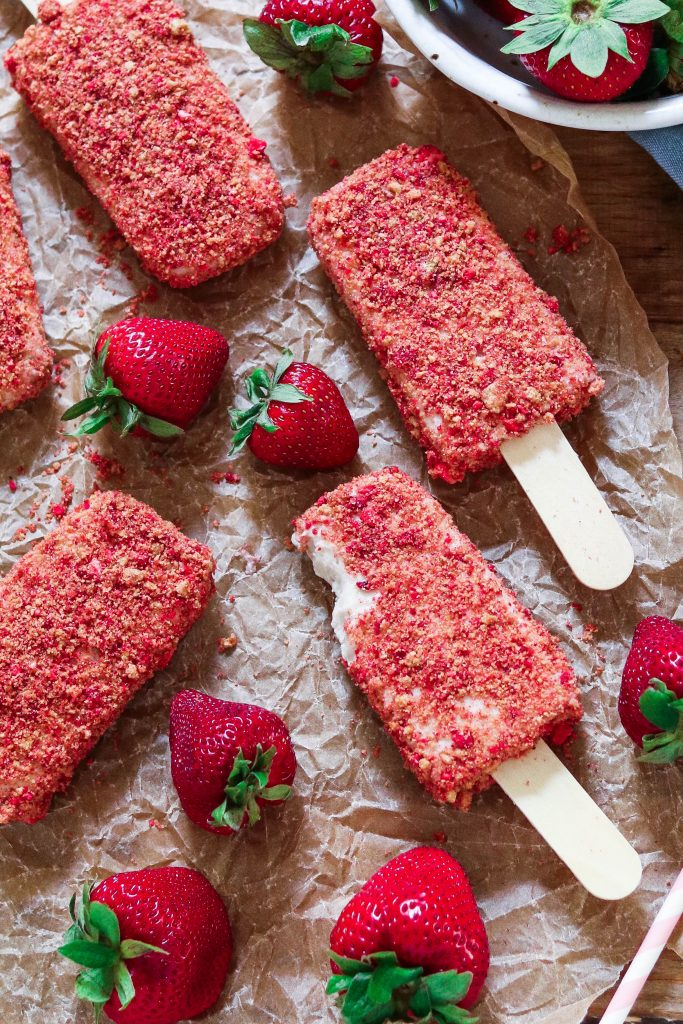 Strawberry season is finally here! To celebrate the season, I have complied an amazing round-up of strawberry recipes! Take advantage of strawberry season with these Vegan Strawberry Recipes.
