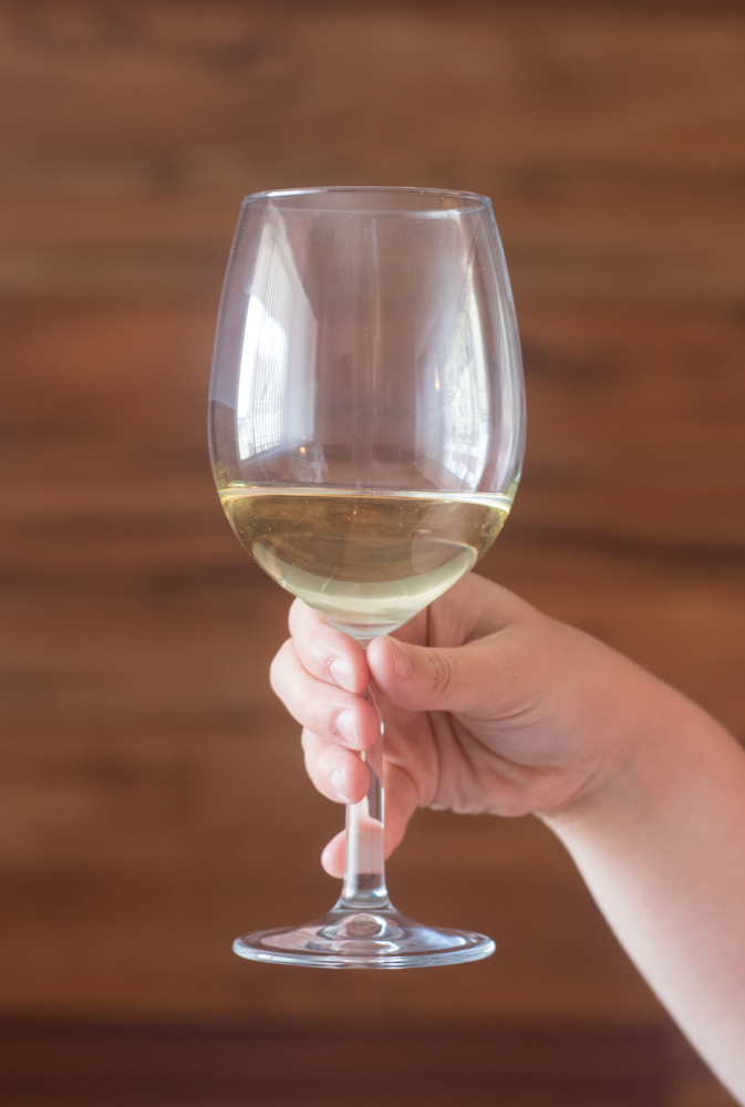 How to host a wine tasting at home!