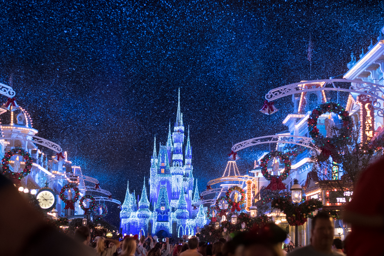 tips and tricks on how to prepare for the holidays at Disney World.
