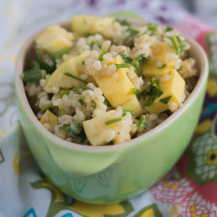 Vegan Cheddar, Apple and Brown Rice Salad is a filling, flavorful vegan meal! #vegan #glutenfree