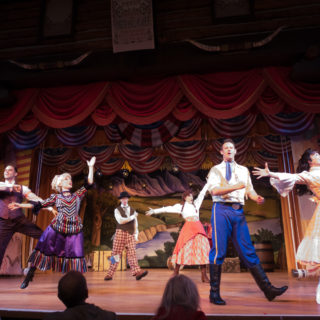 Disney's Hoop Dee Doo Musical Revue Review. Why you should make this classic Disney dinner show part of your family's vacation! #disney #hoopdedoorevue
