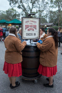 Disney's Hoop Dee Doo Musical Revue Review. Why you should make this classic Disney dinner show part of your family's vacation! #hoopdedoorevue #disneyworld