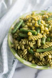 This Easy Vegan Pesto Pasta Salad is perfect for BBQs and potlucks! #vegan #pasta