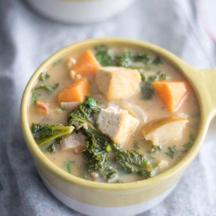 Tofu Apple and Almond Butter Stew with kale is a healthy and nutritious stew. #vegan #glutenfree