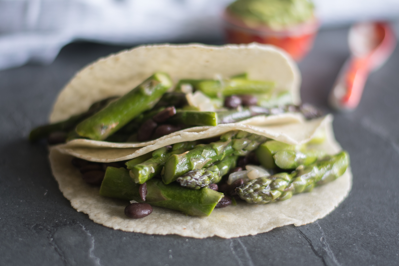 Easy Asparagus and Black Bean Tacos are the perfect taco for spring! #vegan #taco #asparagus