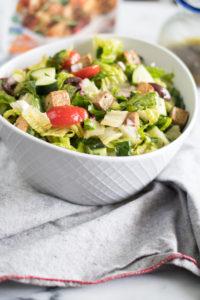 ThisVegan Greek Chopped Saladis a quick and easy summer salad recipe! #salad #vegan #summer #Greek #tofu