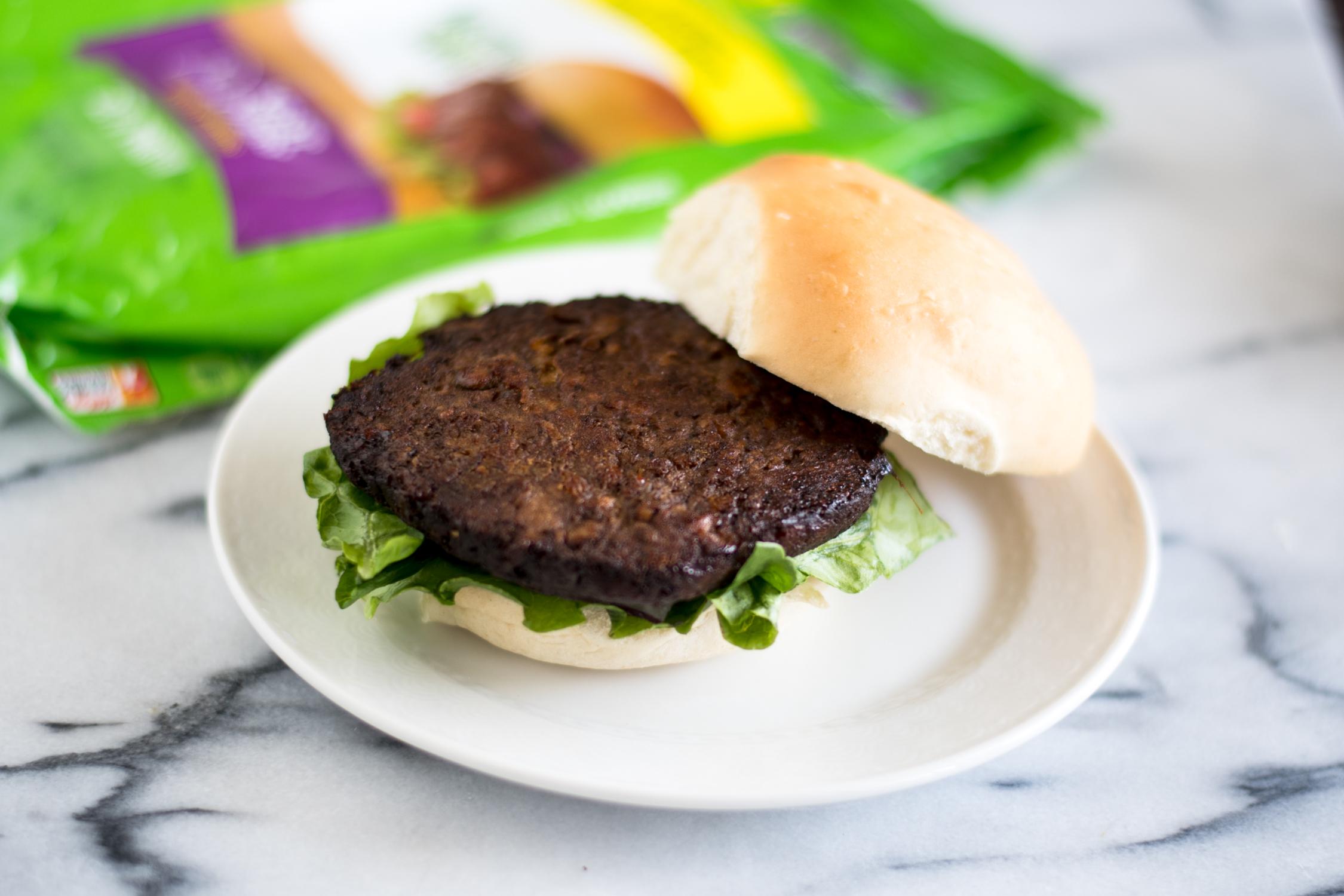 Easy Summer Vegan Burgers are perfect for Summer BBQs! #vegan #summer #BBQ #burger
