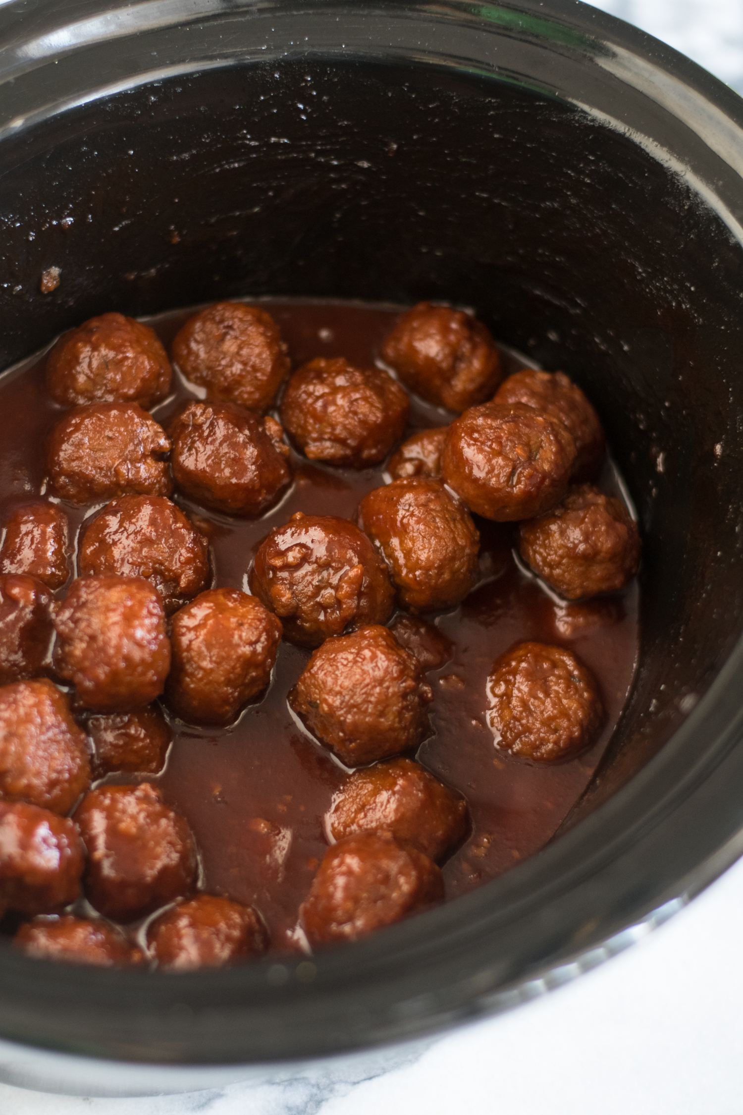 Slow Cooker Vegan Chili Sauce and Grape Jelly Meatballs are perfect for game day or holiday entertaining! #vegan #Christmas #Holidays #Recipes #Veganrecipes #vegetarian