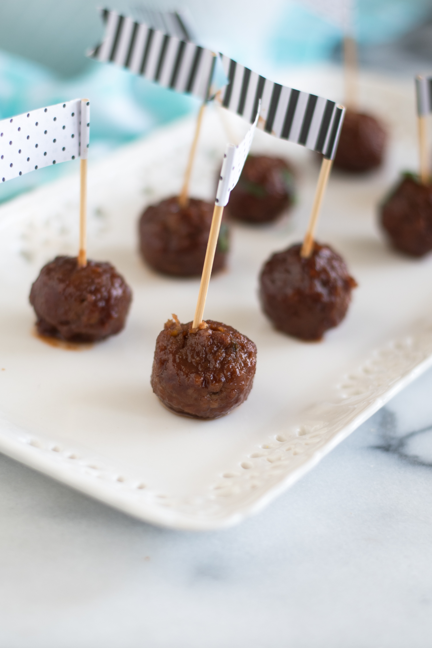 Slow Cooker Vegan Chili Sauce and Grape Jelly Meatballs are perfect for game day or holiday entertaining! #vegan #veganrecipes #Christmas #fall #fallrecipes #thanksgiving