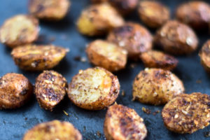 Switch up classic roasted potatoes with theseRoasted Za'atar Potatoes instead! It's the perfect accompaniment to any Middle Eastern dinner! #MiddleEastern #Potatoes #Vegan #Potatoes
