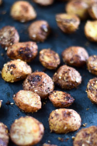 Switch up classic roasted potatoes with theseRoasted Za'atar Potatoes instead! It's the perfect accompaniment to any Middle Eastern dinner! #vegan #potatoes #MiddleEastern #Side #Veganrecipes #vegetarian