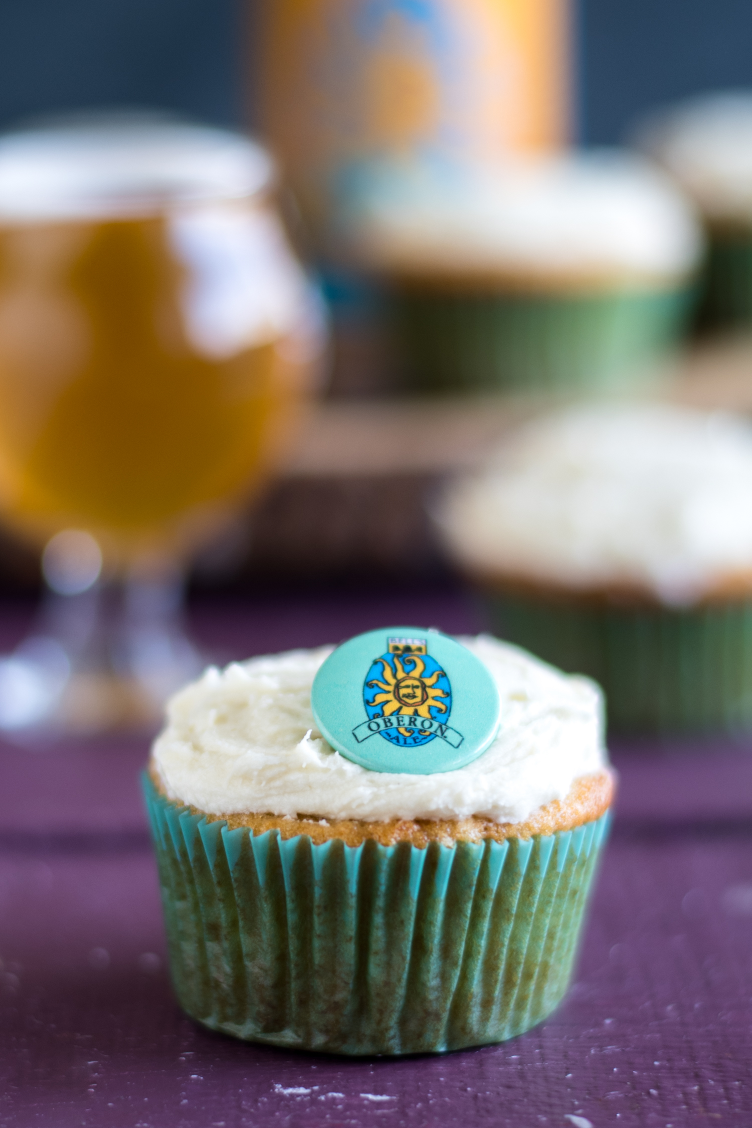 Oberon Orange Cupcakes are the perfect cupcake for spring! The cupcake is bursting with bright orange flavor. #dessert #cupcake #orange #beer #Easter #spring #vegan #dairyfree