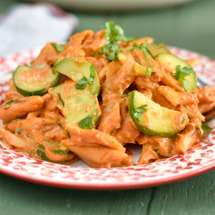 One Pot Vegan Chipotle Pasta with zucchini is an easy weeknight meal! #vegan #dairyfree #recipes #pasta