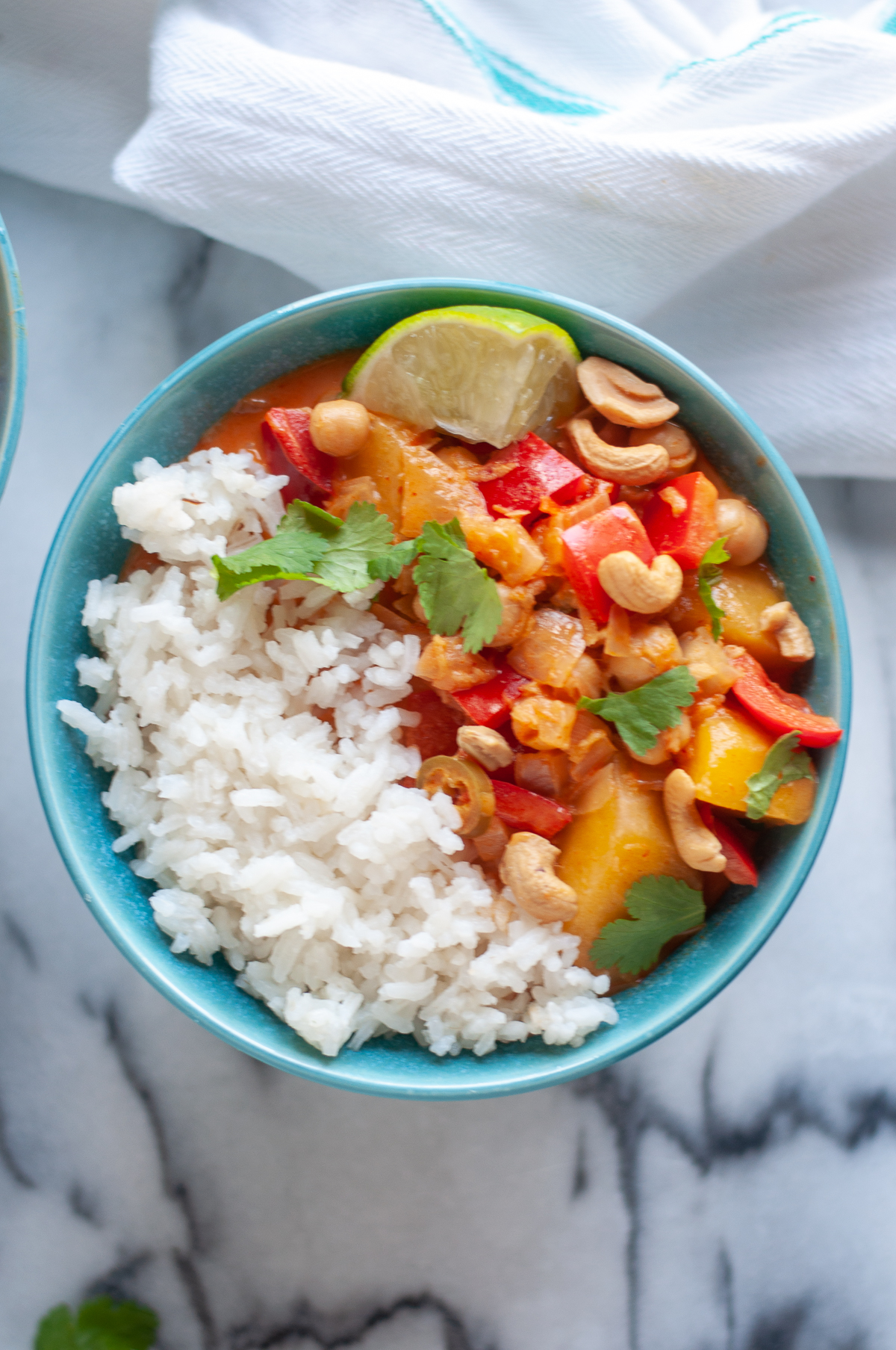 Infused with bright aromatics, this Thai Mango Curry is packed with flavorful and perfect for an easy weeknight dinner. #mango #curry #Thai #vegan #recipes