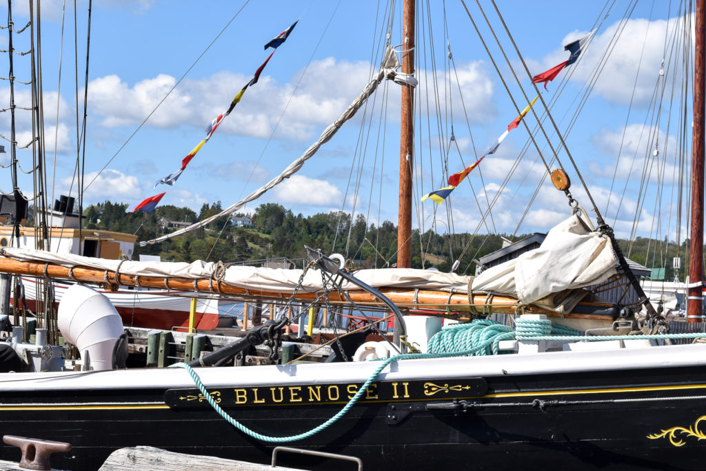 The Bluenose II is a replica of the fishing and racing schooner Bluenose. Designed by William Roué and built by the Smith and Rhuland Shipyard, this famous boat was launched in 1921 in Lunenburg.