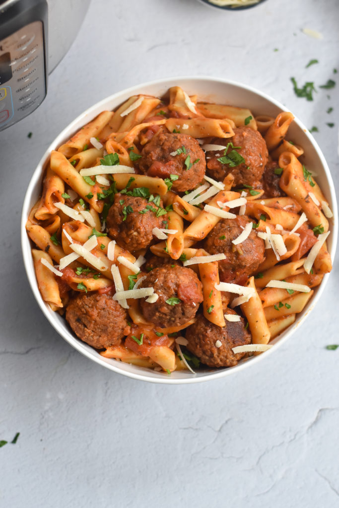 Dinner just got easier with this recipe for Instant Pot Frozen Meatballs with Pasta. Simply add all the ingredients to the Instant Pot and let it do its thing!  #pasta #meatballs #instantpot #vegan #easy #recipes