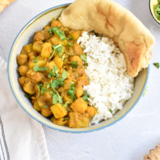 Vegan curry with potatoes and chickpeas. A flavorful curry recipe that is easy to make.