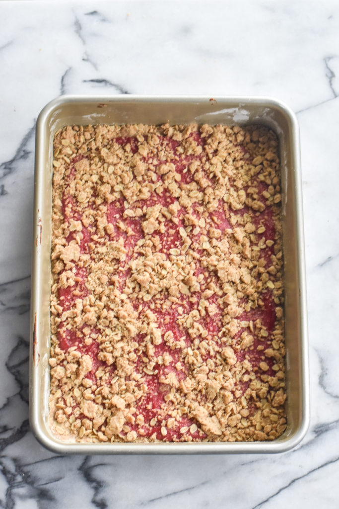 So if you think that you aren't a fan of rhubarb, I highly recommend giving rhubarb a second chance by making these crowed-pleasing bars!